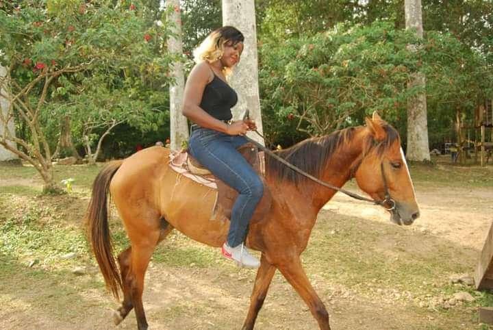 paardrijden bij Bunso arboretum