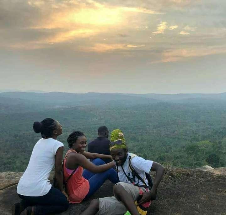 toeristische trekpleisters in de oostelijke regio, de berg Sekunne bij zonsondergang