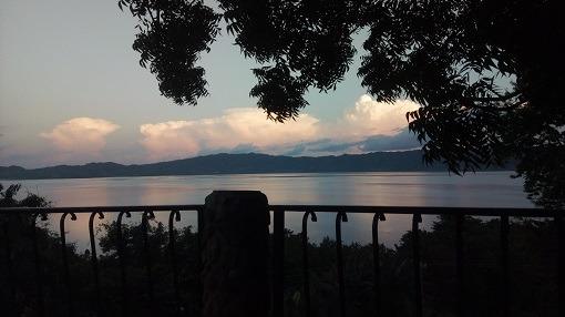 uitzicht over lake Bosumtwe vanaf het terras van de Green ranch